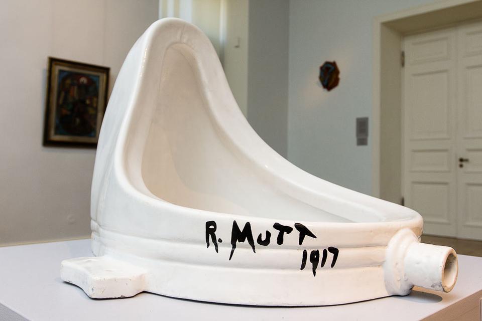 Может показаться, что художница создала произведение искусства вроде фарфорового писсуара «Фонтан» М