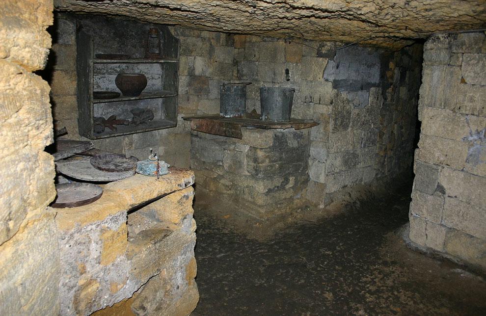 Парижские катакомбы (Париж, Франция)    Парижские катакомбы являются наглядной