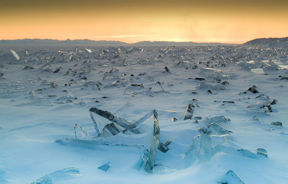 8. При сильном морозе трещины, имеющие местное название «становые щели», разрывают лёд на отдельные