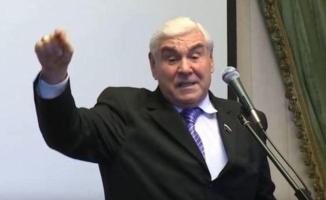 Депутат Госдумы пожаловался на инспектора ГИБДД, посмевшего остановить его авто
