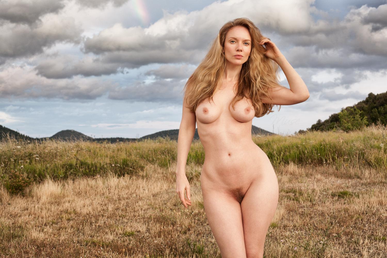 этой шлюхе голая русская женщина видео уже нерешительно, закрутила