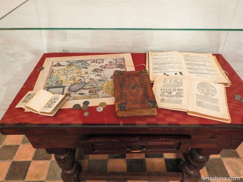 Старинные английские книги и карты, Старый Английский двор, Москва