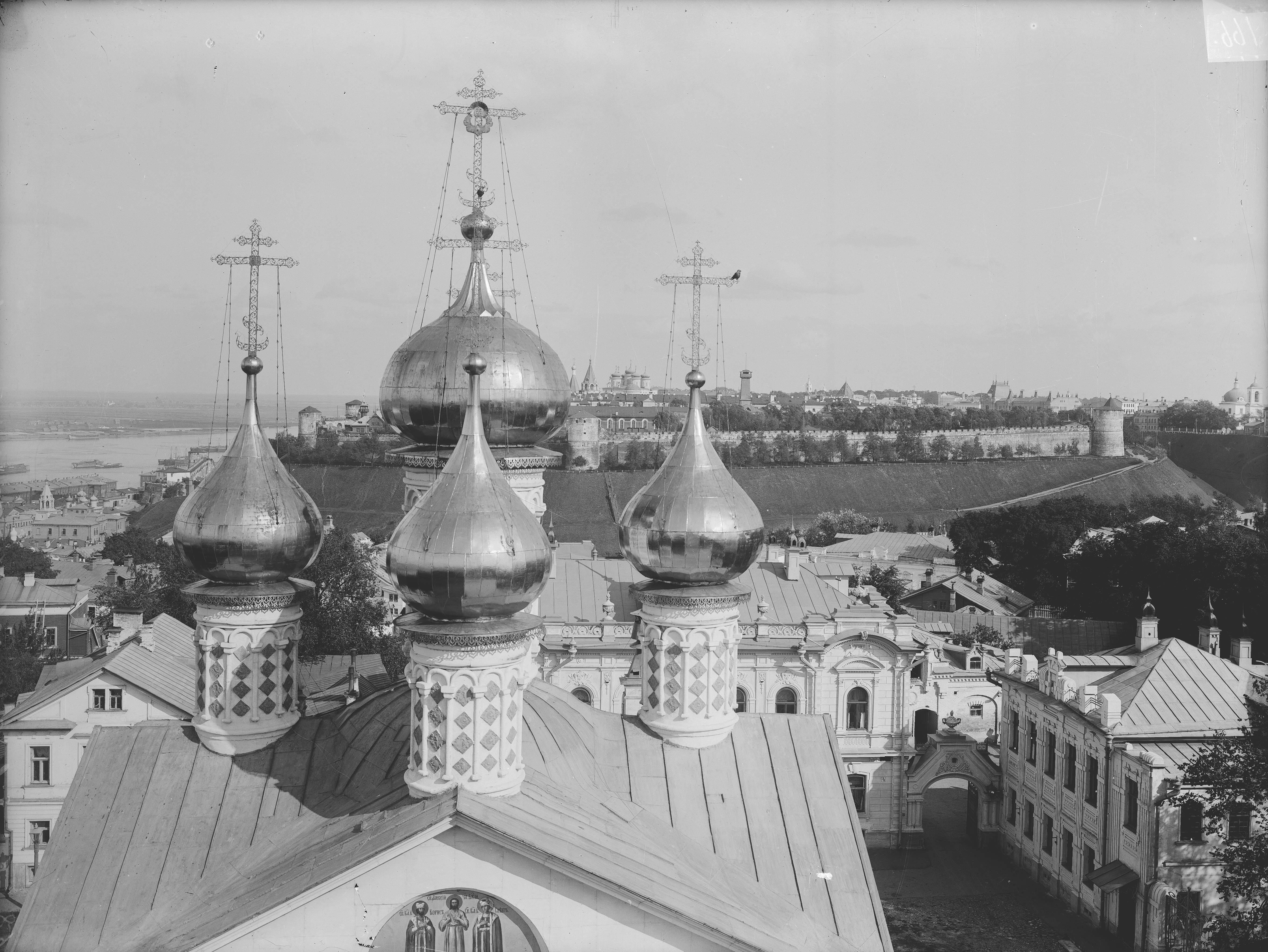 Общий вид Нижегородского кремля и куполов Спасского собора