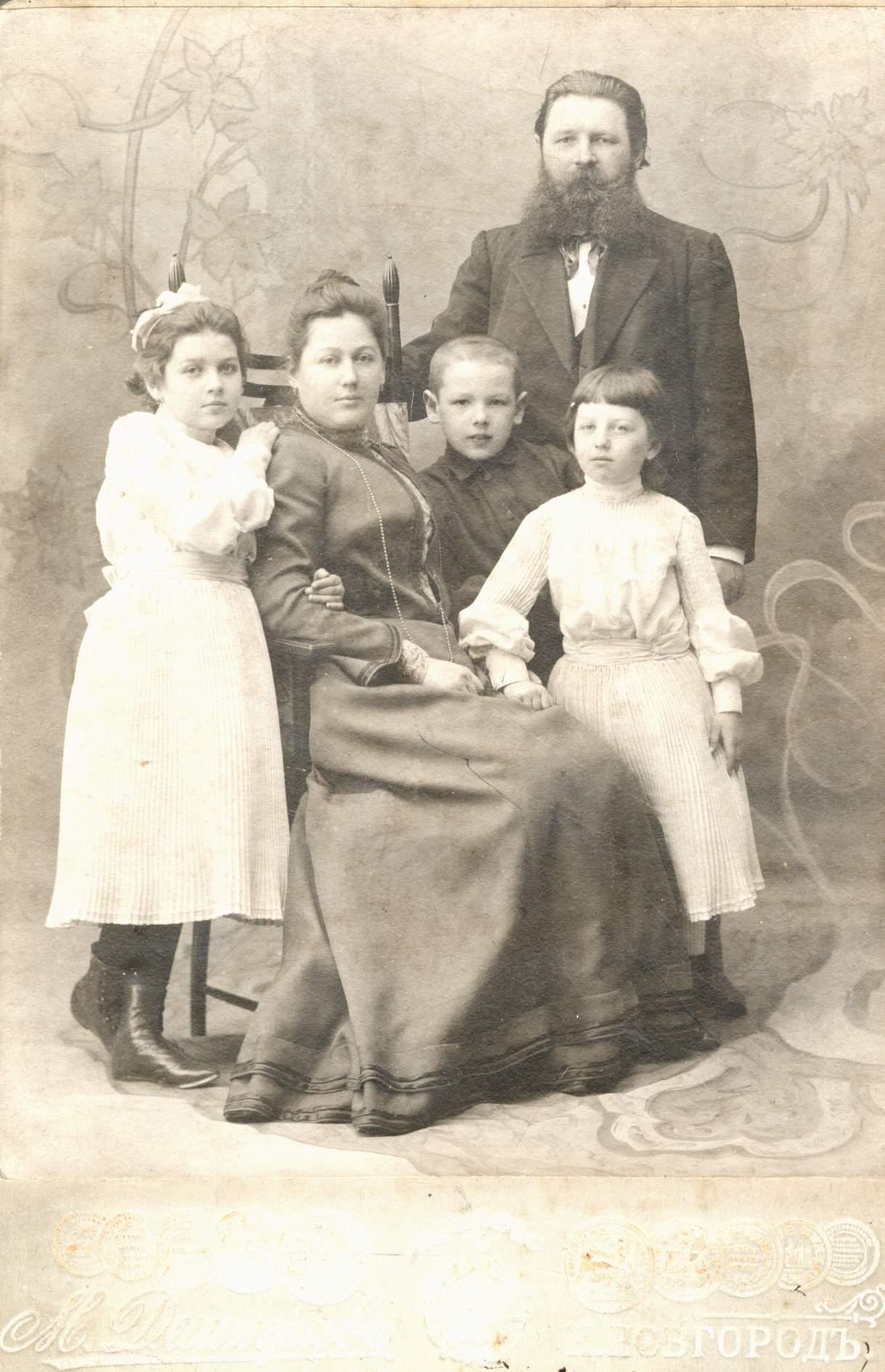 Портрет М. П. Дмитриева с семьей