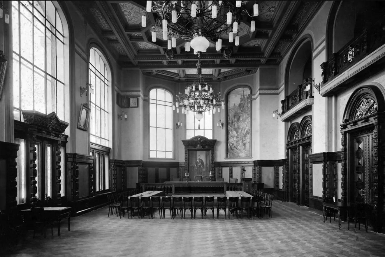 Главный зал Городской думы