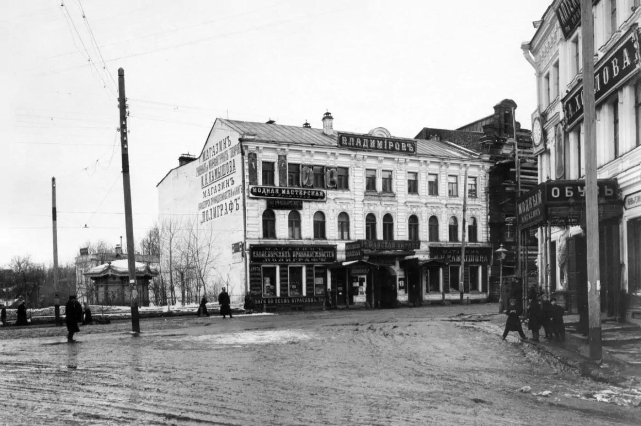 Перекресток Большой Покровской и Дворянской улиц