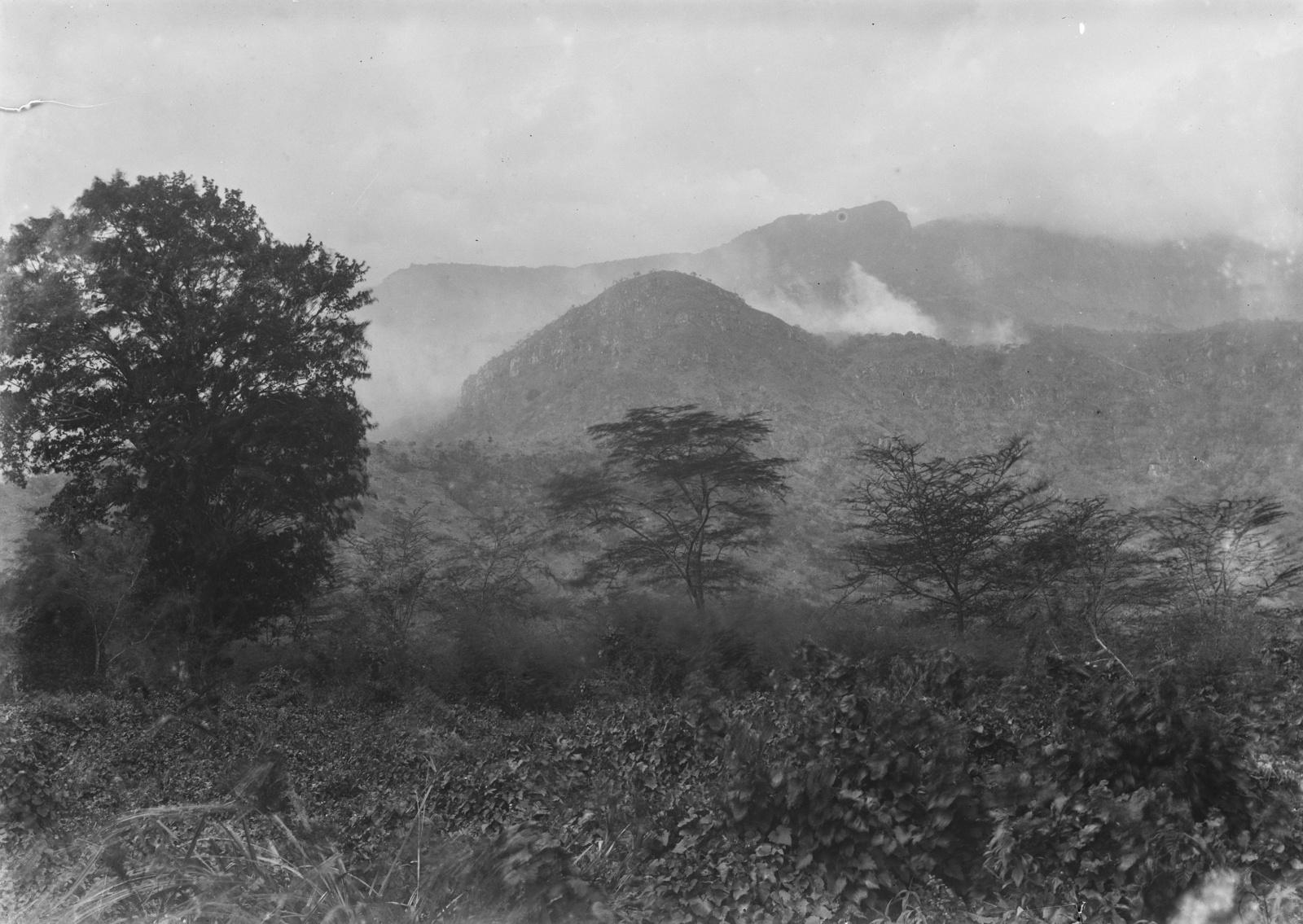 53. Пейзаж на западной стороне гор Усамбара