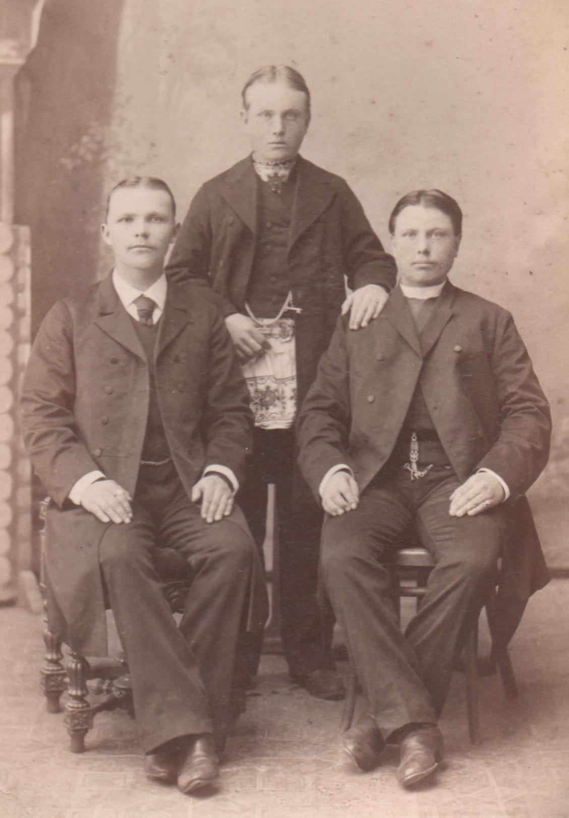 Портрет трех мужчин