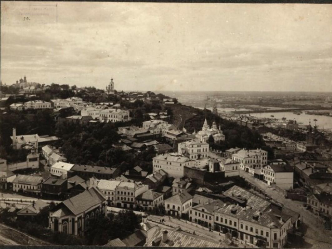 Вид на Успенскую гору с Кремля