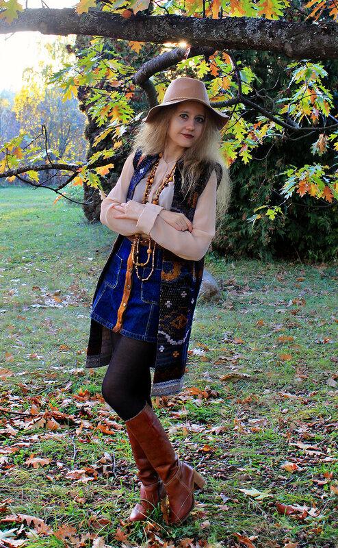 Жилет - Mango, блузка - H&M, юбка - Bershka, шляпа - Stradivarius, сумка - Modis