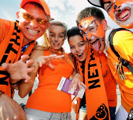 Футбольный конкурс красоты - самые красивые болельщицы и жены игроков сборных команд Евро-2012. ФОТО