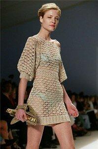 Песочные часы - платье крючком от Carlos Miele лето 2008