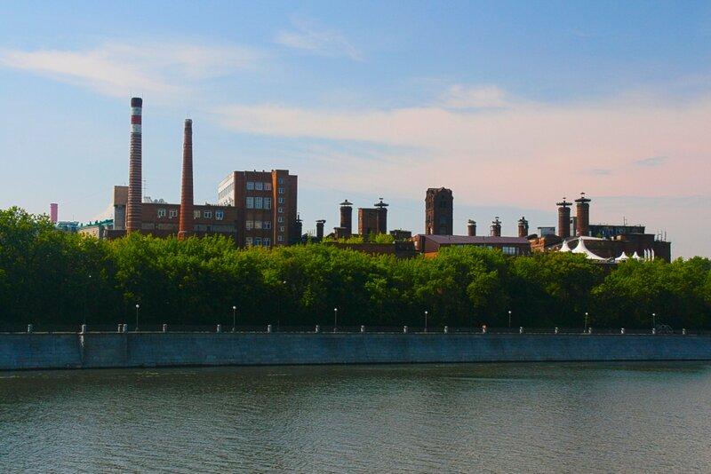 Вид на Бадаевский завод