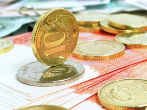 За сутки американский доллар ослаб относительно российского рубля на 1,4 рубля за 1 условную единицу евро упал почти на 1,5 рубля за у.е