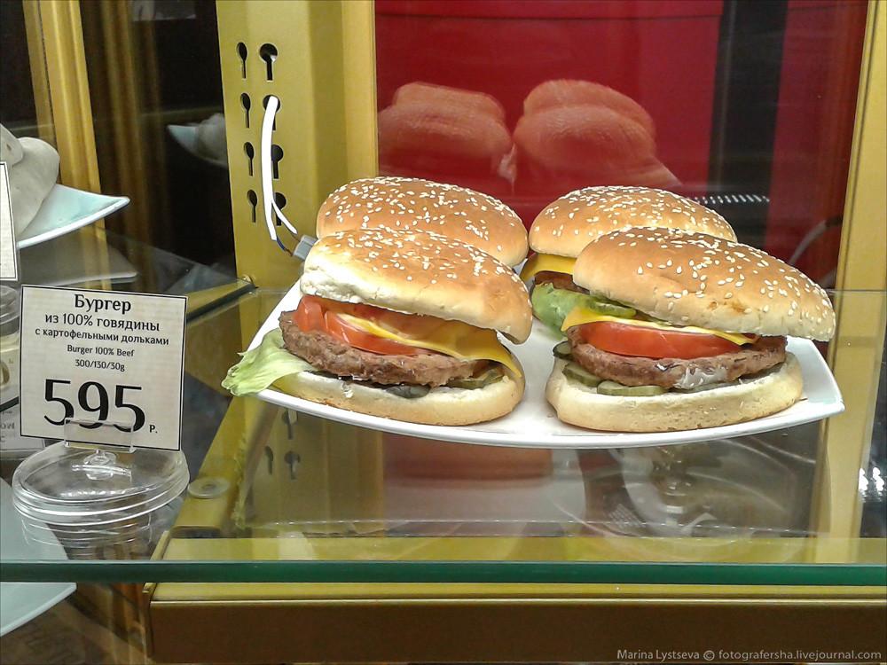 Салатики по полтыщи весом 160 грамм и пирожочки с клюквой по 110 рэ. Кто-нибудь любит пирожки с клюк