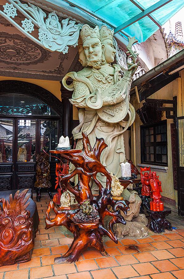Фигуры в храме