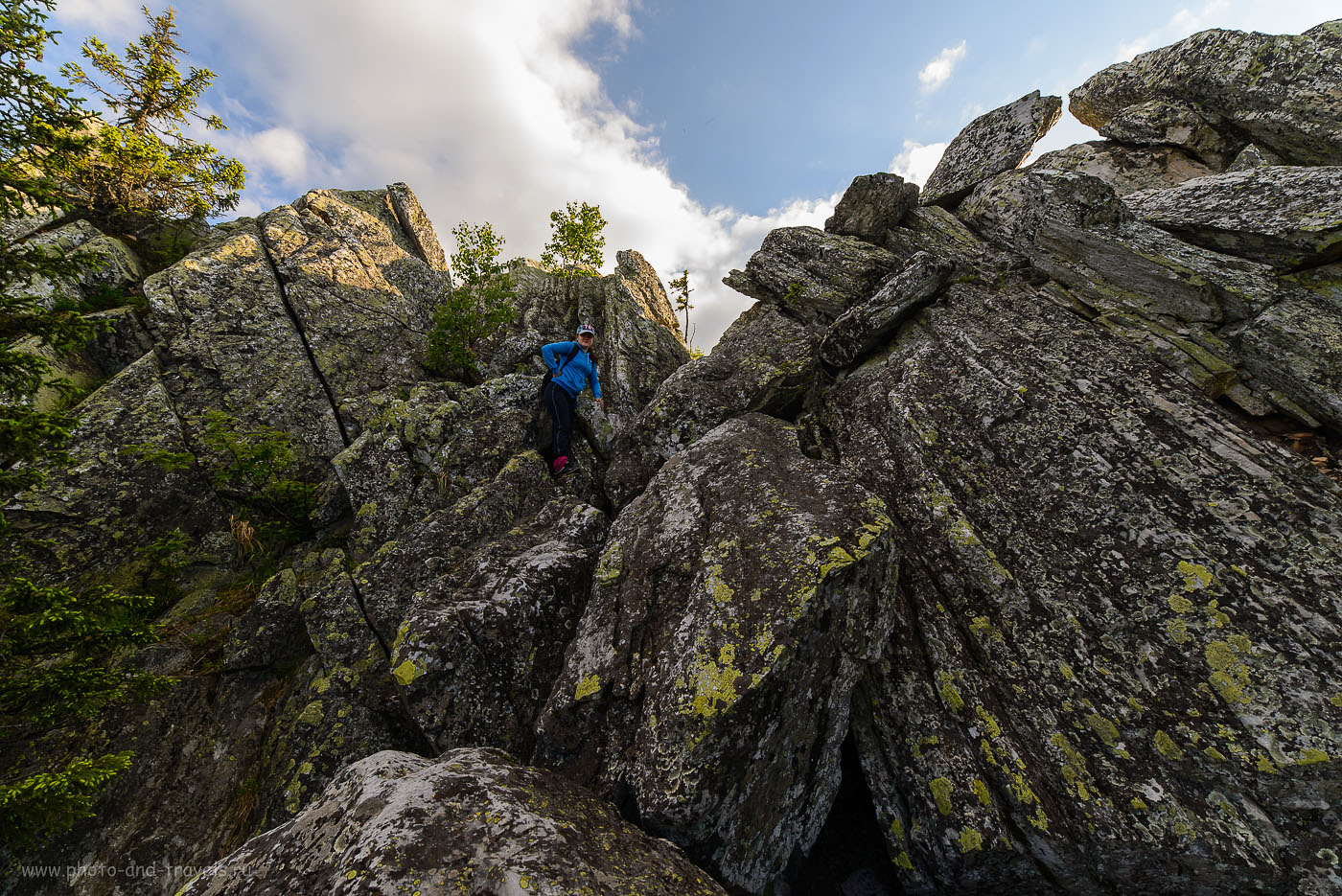 17. Я всегда говорил, что масштаб гор легче передать, если снимать фотографию на телеобъектив. Как видно, и ширик Самъянг 14/2,8 для этого тоже годится. Вершина горы Малиновая (160, 14, 8.0, 1/80) на окраине Белорецка в Башкирии.
