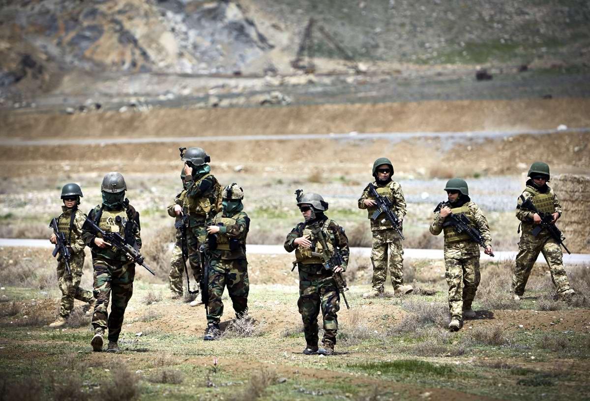 Афганские женщины из спецподразделений МВД Афганистана: картинки из жизни (7)