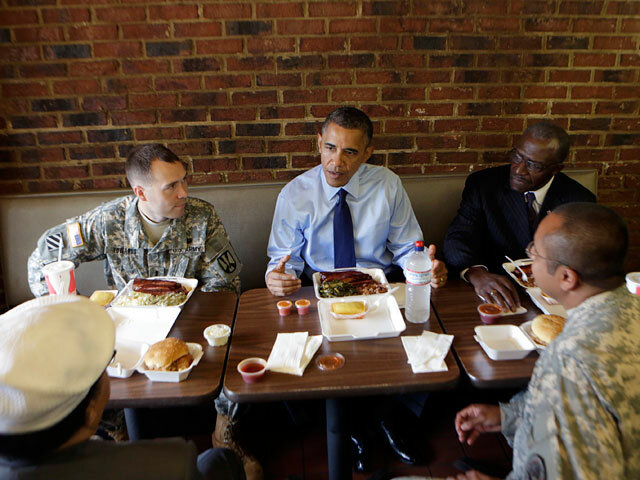 Обама ушел из ресторана, не заплатив