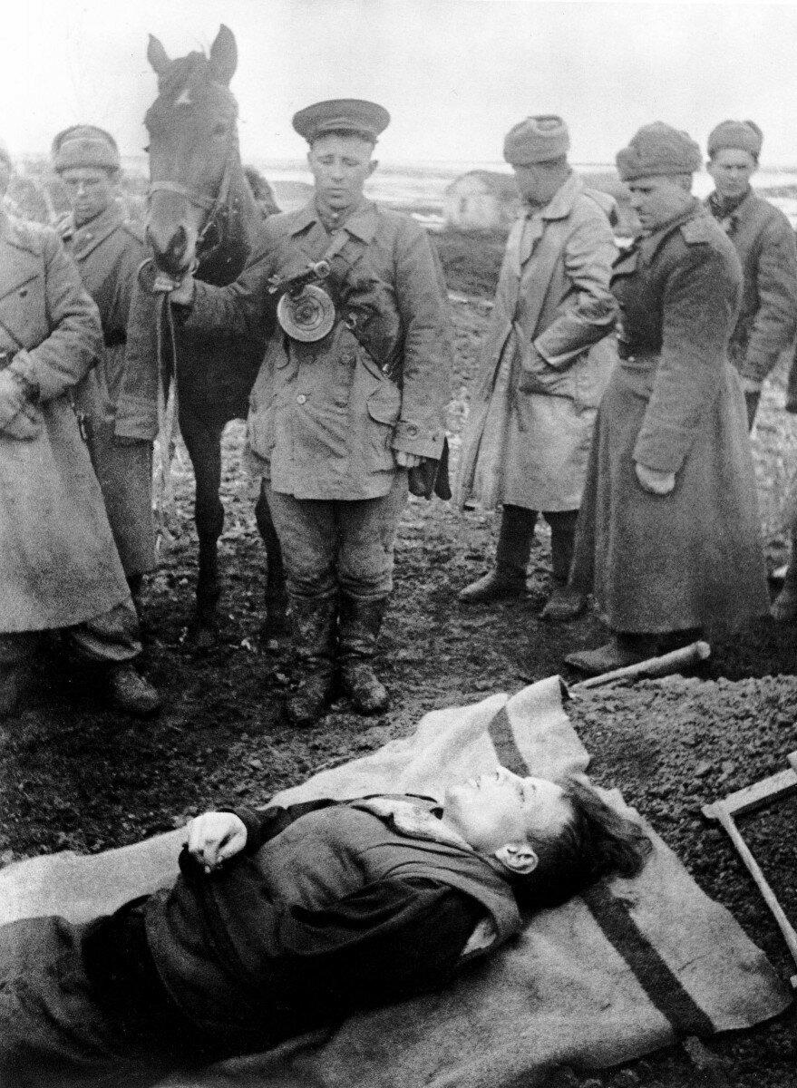 1942. Похороны разведчика
