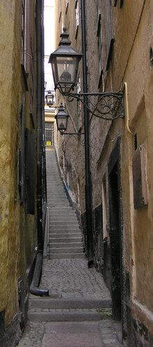 Самая узкая улица-лестница Стокгольма