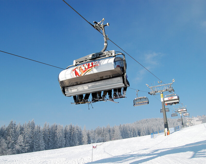 Apress-ski, в Закопане, помимо катания с гор, есть и множество других развлечений: открытый бассейн...