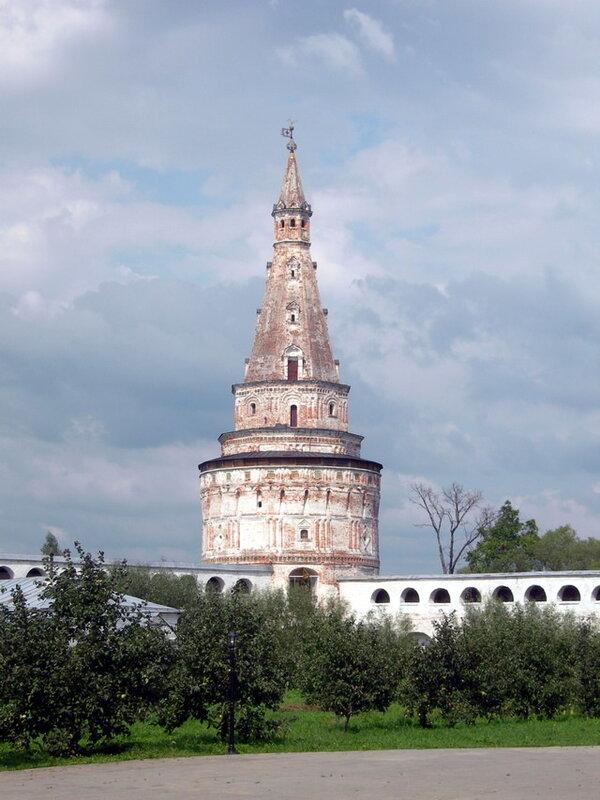 Башня №2, Иосифо-Волоцкий монастырь волоколамск россия москва крест православие церковь храм церковная служба фото фотки апарышев.