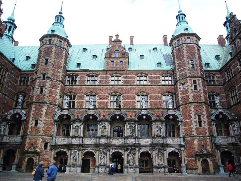 Королевский замок Frederiksborg.