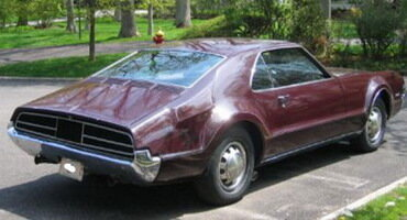 Oldsmobile с двумя педалями газа