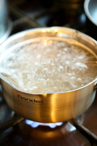 Soba with shrimp. ginger, peel, minutes, shrimp, mix, pan, Add, sauce, minute, sauces, more, never, sesame, oil, noodles, Put, soy, cold, wash, colander