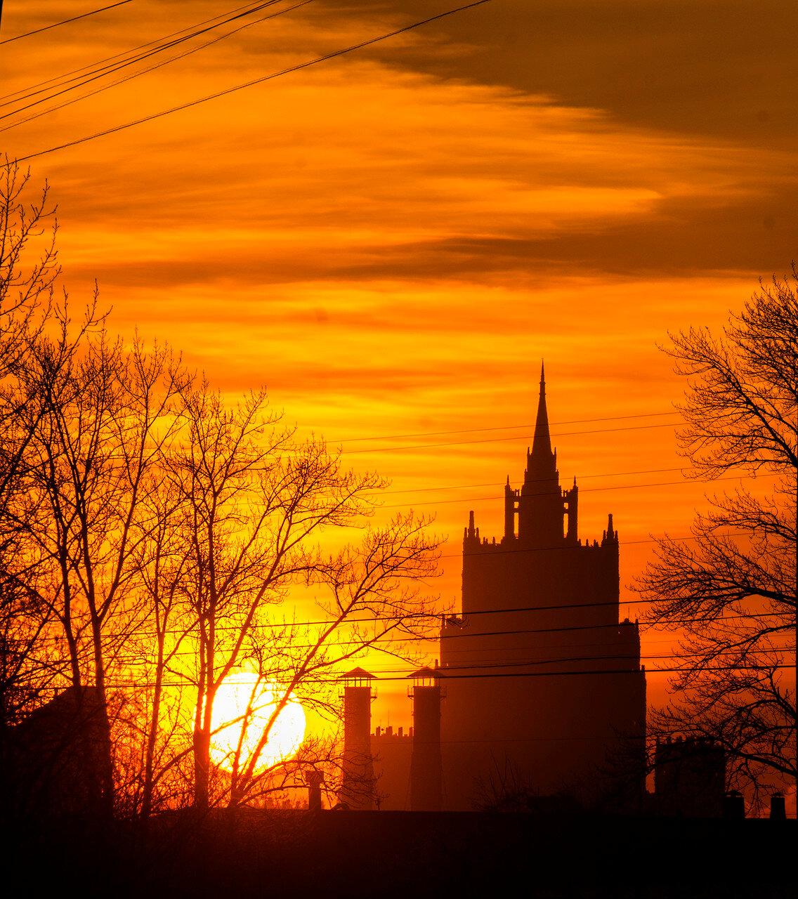Осенний рассвет над Москвой