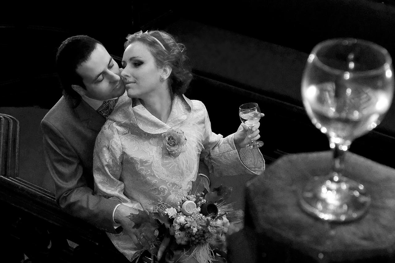 Свадьба - это один из самых запоминающихся дней в Вашей жизни. Каждый мечтает о том, чтобы его торжество было особенным и запомнилось надолго. Свадебная фотосессия -  это возможность запечатлить этот прекрасный день  через красивые фотографии...