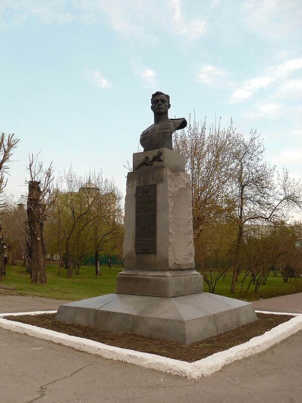 Барнаул, бюст П.А. Плотникова.