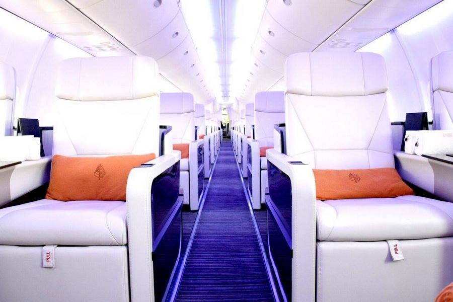 В самолете могут путешествовать до 52 человек.