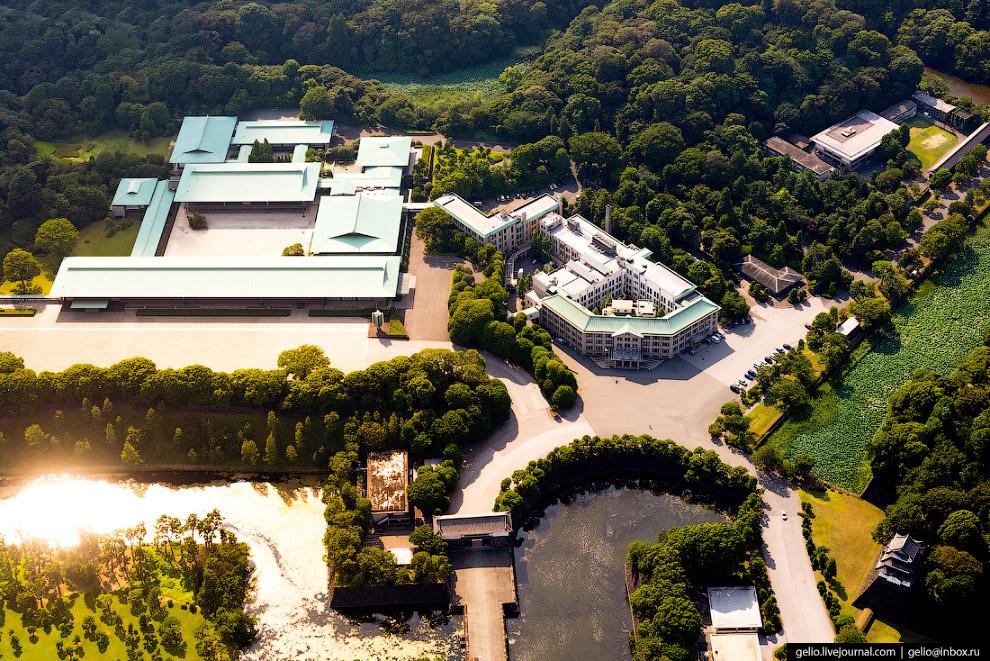 12.  Национальный сад (Kokyogaien National Garden) . Часть комплекса императорского д