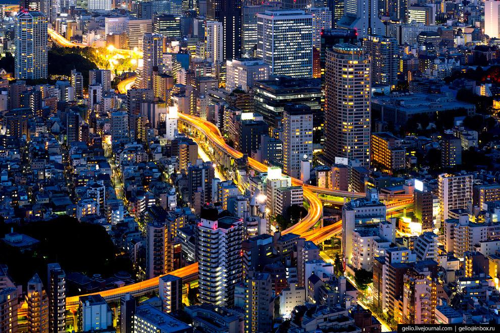 43. Название  Сиодоме (Shiodome)  переводится как «место, где останавливаются потоки»