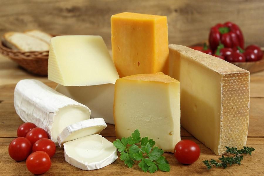 4. Натирайте сыр всегда, когда это возможно. Как правило, тертого сыра нужно гораздо меньше, чтобы н