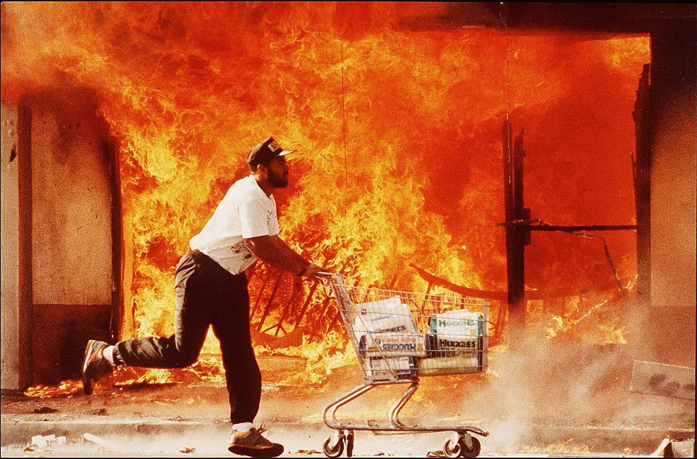 11. Итогом стали 53 погибших, 5500 сожженных зданий и причинение ущерба на сумму в миллиард долларов