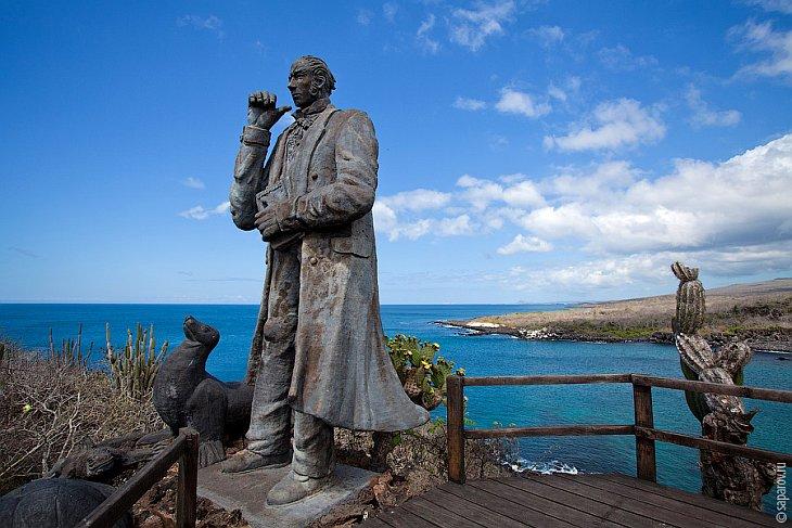 На архипелаге есть четыре обитаемых острова: Санта Круз, Изабела, Сан Кристобаль и Флореана, на кажд