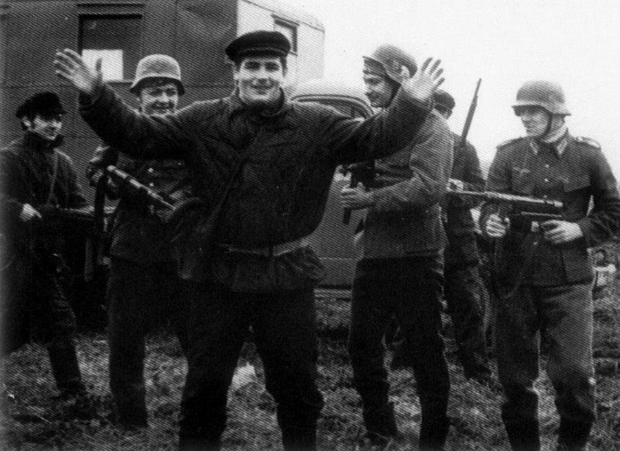 Аркадий Ротенберг (слева), Василий Шестаков (по центру)    В фильме «Ижорский батальон» про раб