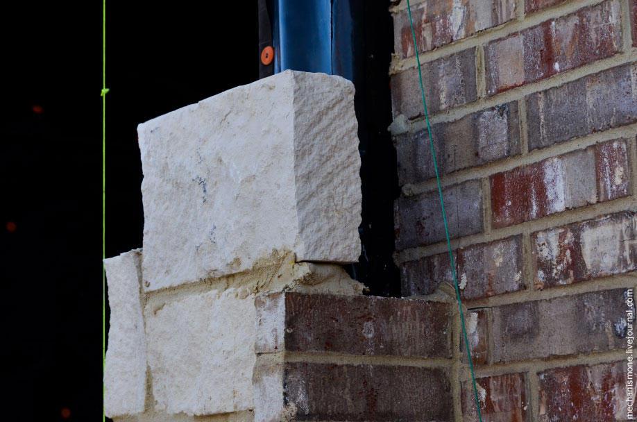56. Между стеной и кладкой оставляется 5-6 сантиметровый зазор для циркуляции воздуха.