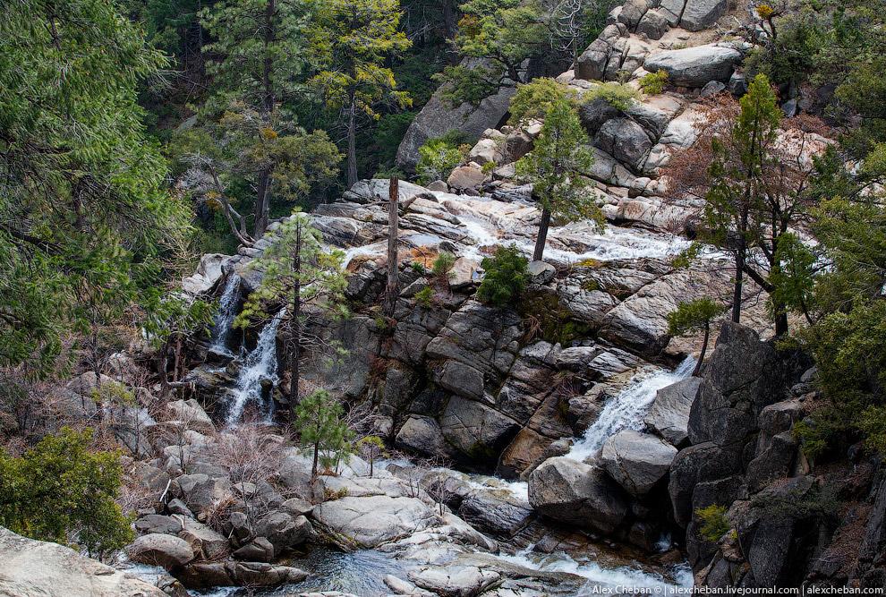 На территории в 3 081 кв.км. расположены тысячи озёр и прудов, 2 600 рек и ручьёв, 1 300 км туристич