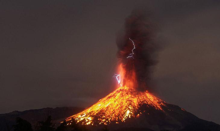 Извержения вулканов в 2017 году (30 фото)
