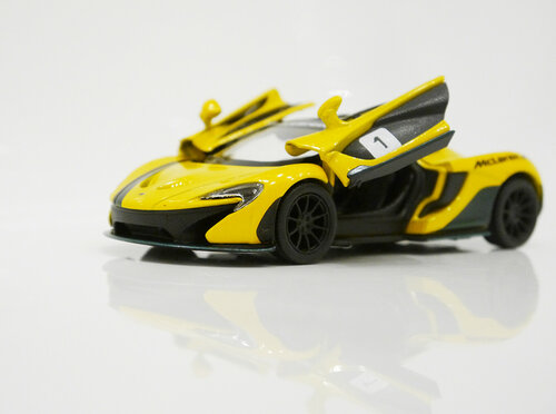 Машинка Kinsmart McLaren P1
