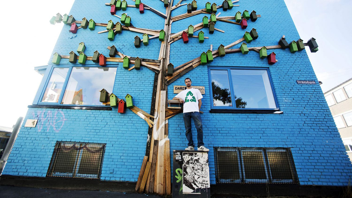 Artist and designer Thomas Dambo ( previously ) specializes in building family-friendly installatio