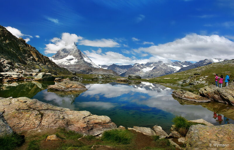 Вершины гор укрыло небо...