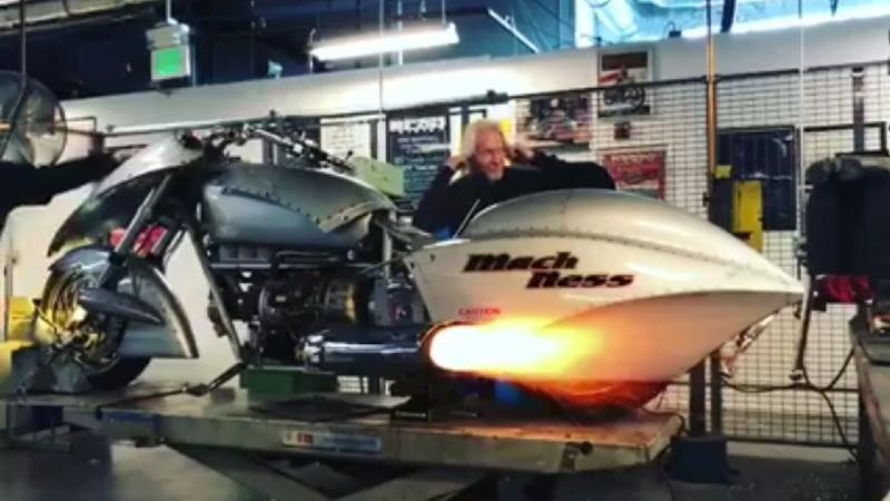 Кастом Mach Ness с двигателем от вертолёта (видео)