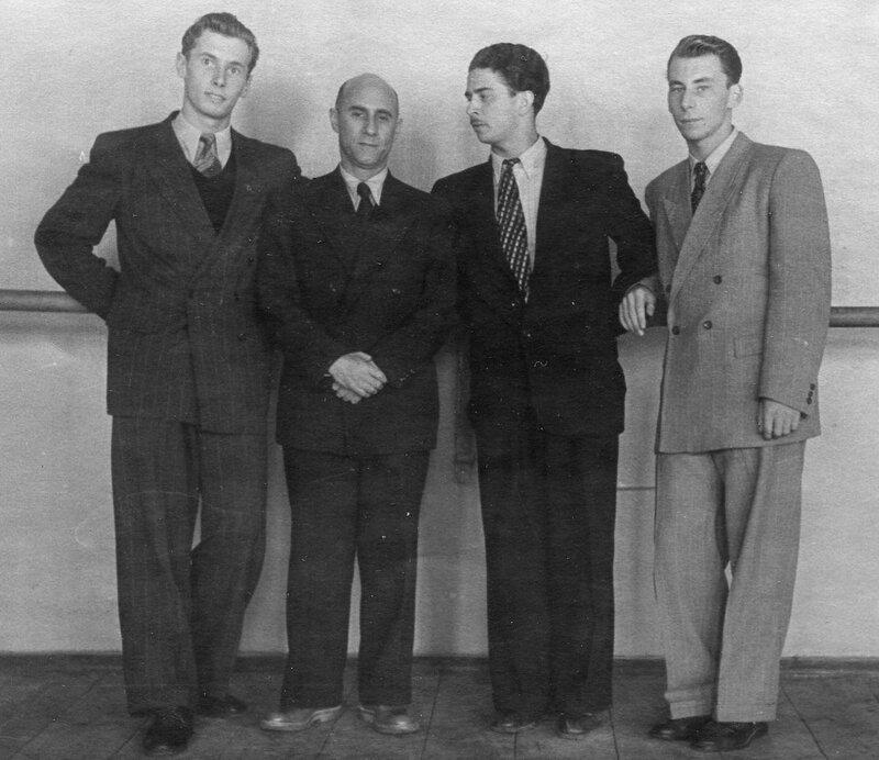 Г.Б, Асаф Михайлович , Игорь уксусников, Юрий Тарасов - училище. выпуск 1951.jpg