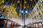 Новогодние гирлянды на Никольской улице