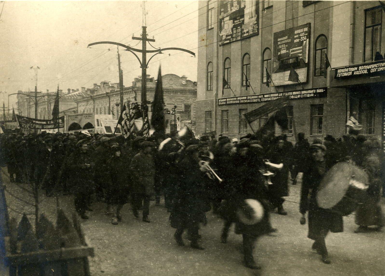 09. Праздничное шествие по улице Ленина